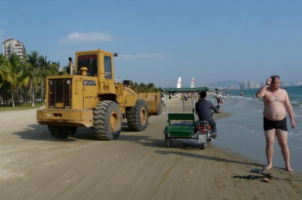 Sanya Giganten am Strand