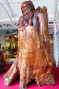 Möbel-Statue