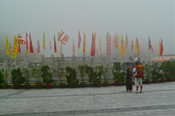 Po-Lin Kloster Mönch erklärt Buddhismus