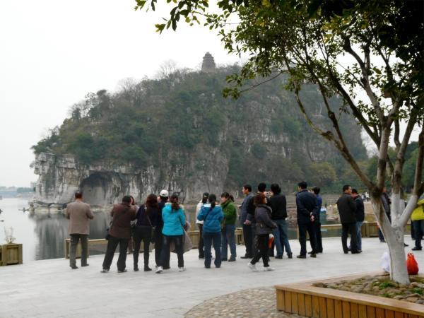Chinesische Touristen vor dem Elefantenrüsselberg
